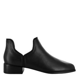 Bailey V Leather Boot