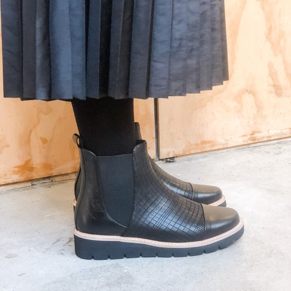Angle Image for Morrostte Pull on Leather Boot